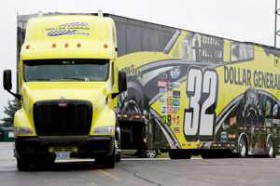 No 32 Dollar General Hauler